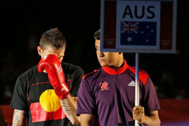 Boxer Hooper apologises for Aboriginal shirt